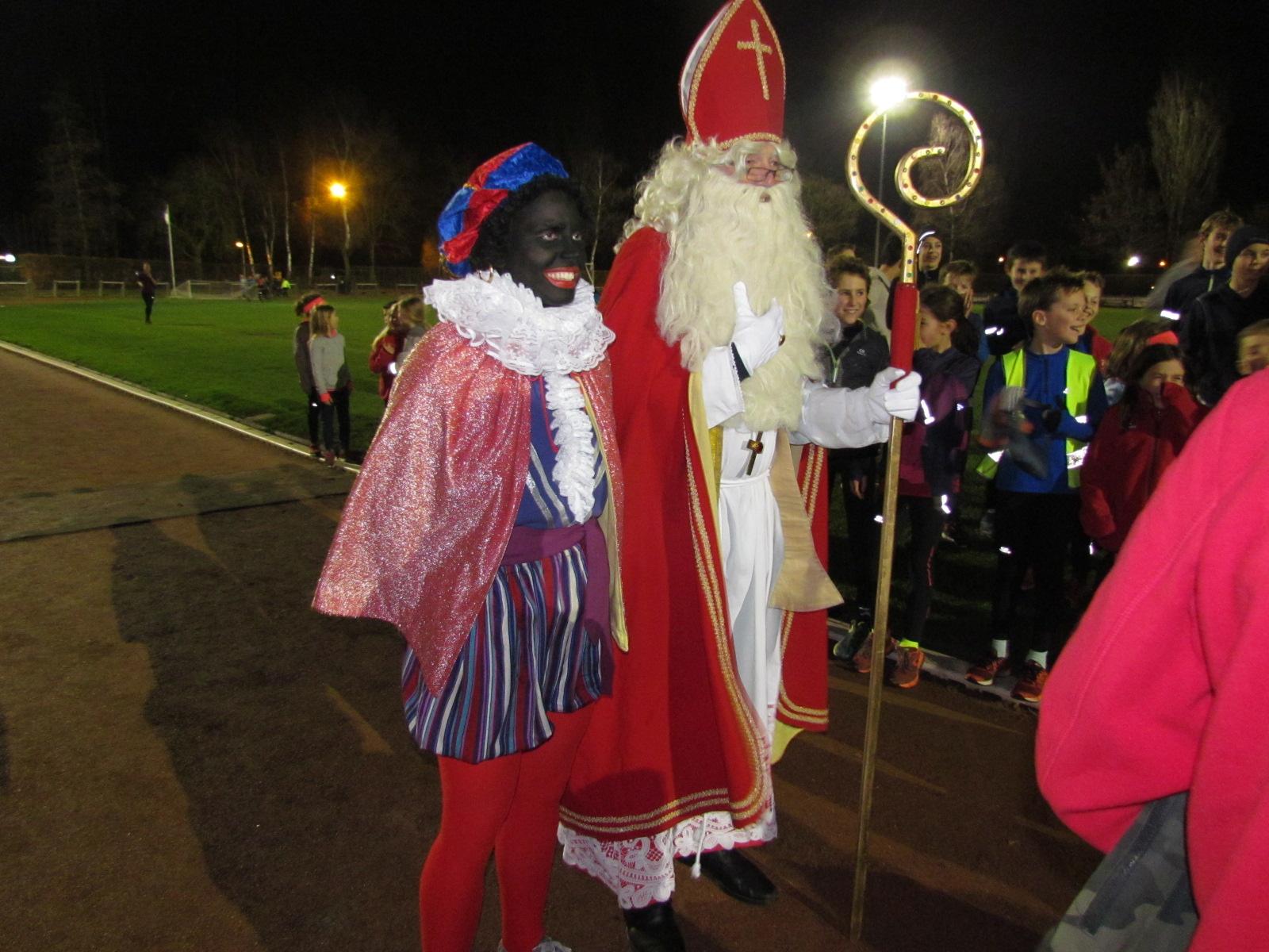 Donderdag 6 december, de Heilige man en Piet op training bij DCLA-Halen.